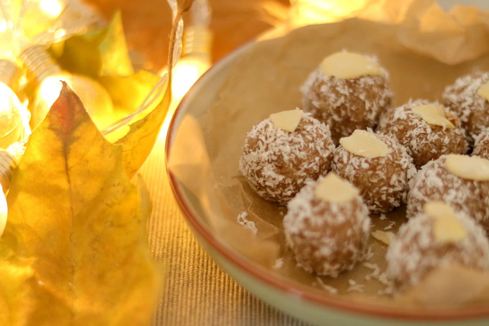 Almond coconut bites