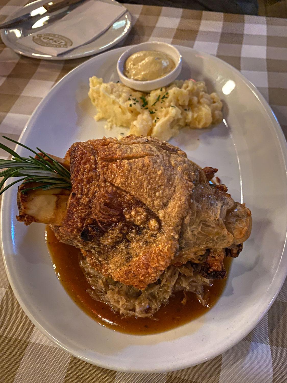 Dinner plate at the Restaurant 1840