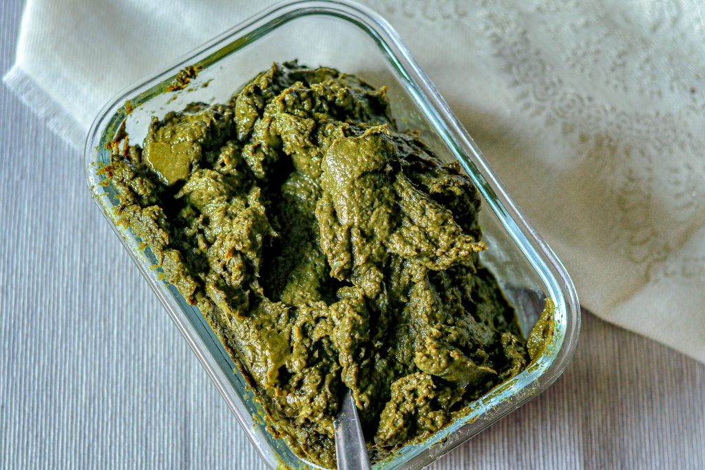 Blended saag in a glass bowl
